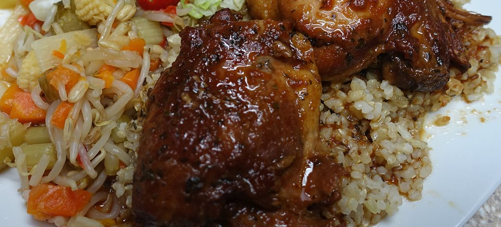 Honey and garlic chicken with rice and vegetables